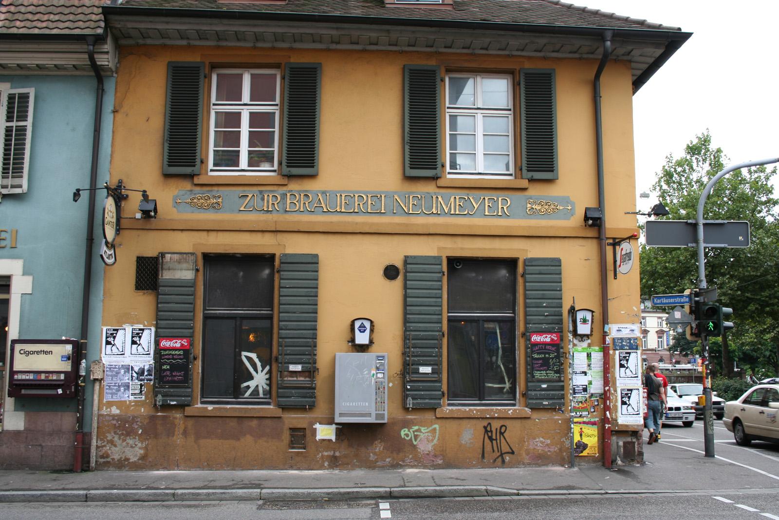 Renovierung der fassade des cafe atlantik fresco for Raumgestaltung cafe